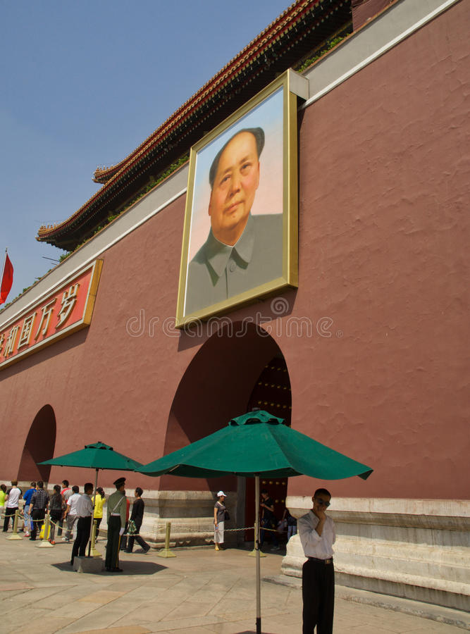 Schützen von Vorsitzend-Mao-Porträt stockfotografie