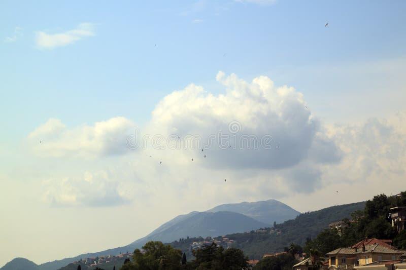 Sch?ne Ansicht des popul?ren beliebten Erholungsorts von Herceg Novi vom fortre lizenzfreies stockbild