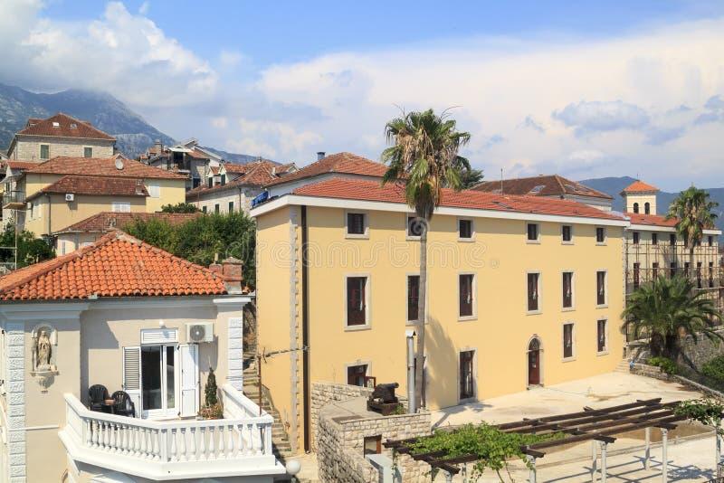 Sch?ne Ansicht des popul?ren beliebten Erholungsorts von Herceg Novi vom fortre lizenzfreie stockbilder