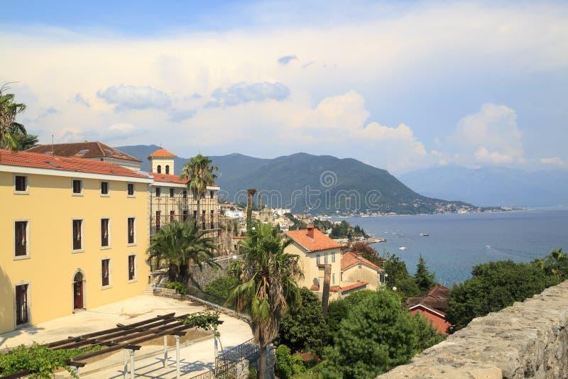 Sch?ne Ansicht des popul?ren beliebten Erholungsorts von Herceg Novi vom fortre lizenzfreies stockfoto