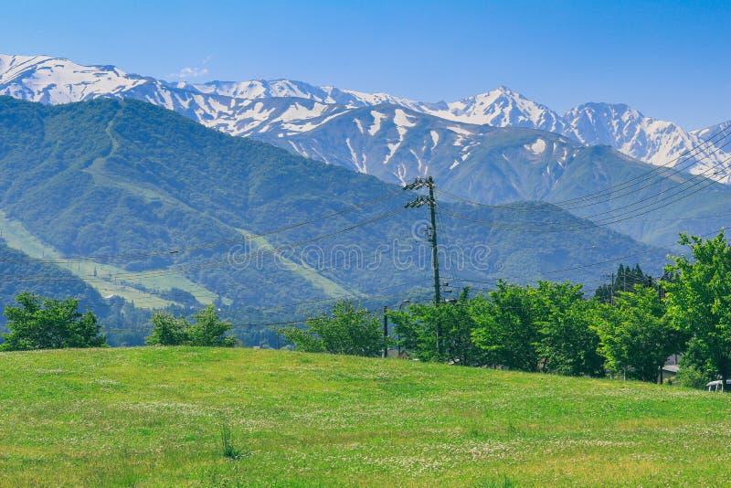 Sch?ne Jahreszeit Hakuba-Gebirgszugs im Fr?hjahr, Nagano Japan stockfotografie
