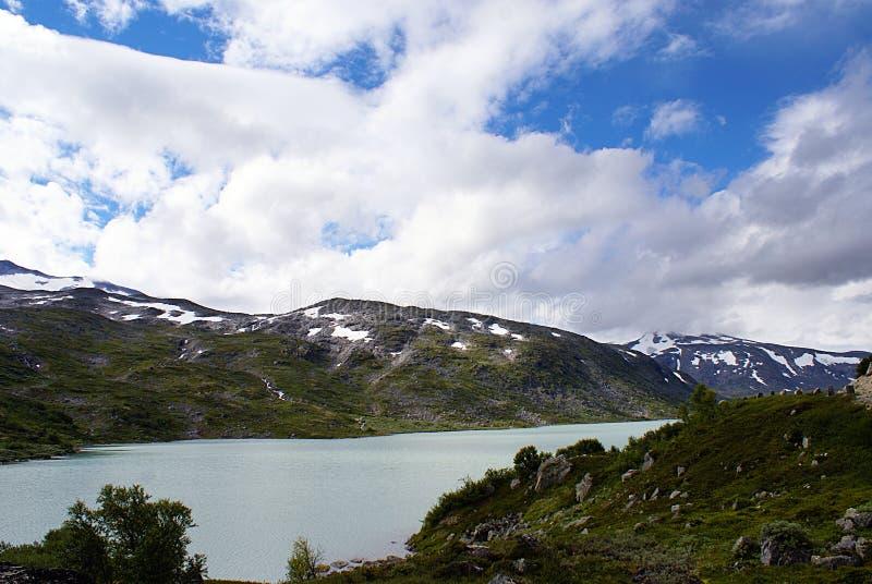 Sch?ne norwegische Landschaft Fjord und Berge in Norwegen stockfotos