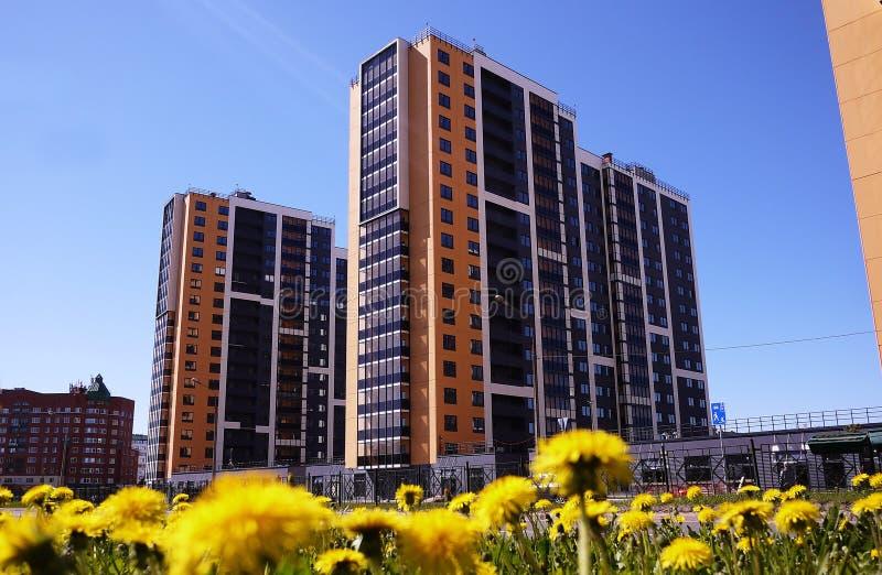 Sch?nes Hochhaushaus Appartement-Hochhaus Details der Glasfassade Details und Nahaufnahme stockbild