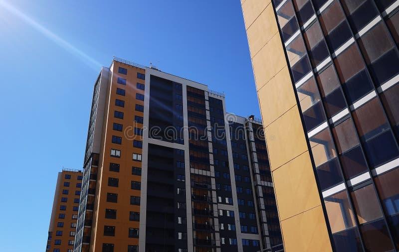 Sch?nes Hochhaushaus Appartement-Hochhaus Details der Glasfassade Details und Nahaufnahme stockfotografie