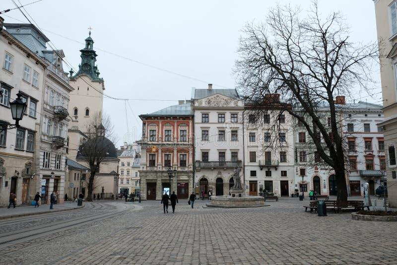 Sch?nes Quadrat in der alten Stadt Stra?e in der Stadt von Lemberg Ukraine 03 15 19 stockfoto