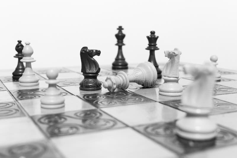 Download Schaak op een schaakbord stock foto. Afbeelding bestaande uit blur - 107701188