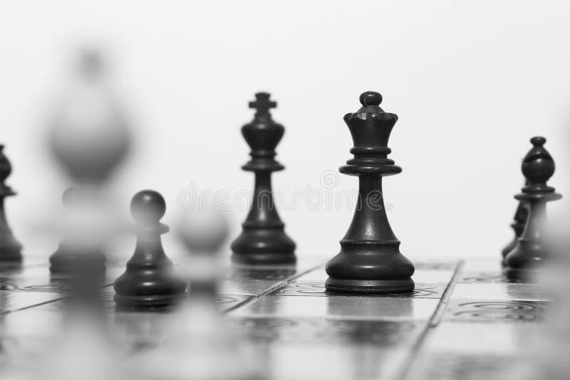 Download Schaak op een schaakbord stock afbeelding. Afbeelding bestaande uit vierkanten - 107701273
