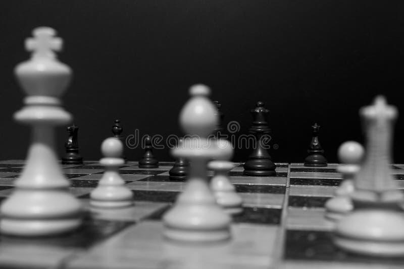 Download Schaak op een schaakbord stock foto. Afbeelding bestaande uit paard - 107701604