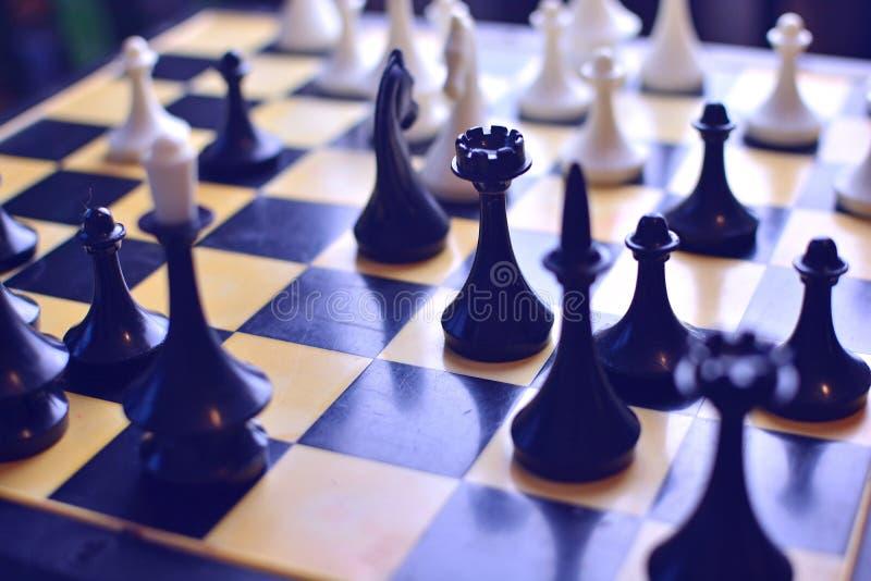Schaak op het schaakbord Concept strategie en het denken in zaken stock afbeeldingen