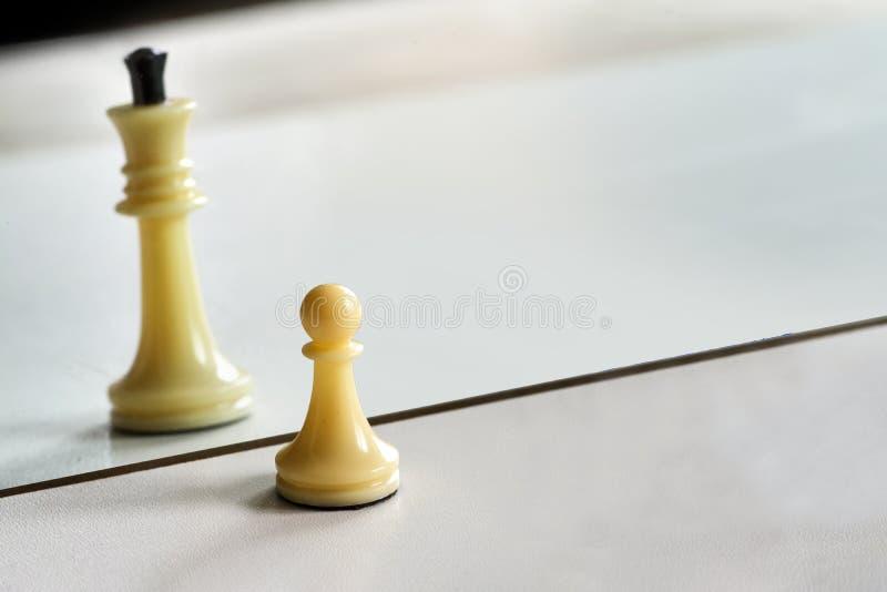 Schach im Spiegelbild, Konzeptsuchgelegenheiten, selbstst?ndige Entwicklung, Verbesserung stockfoto