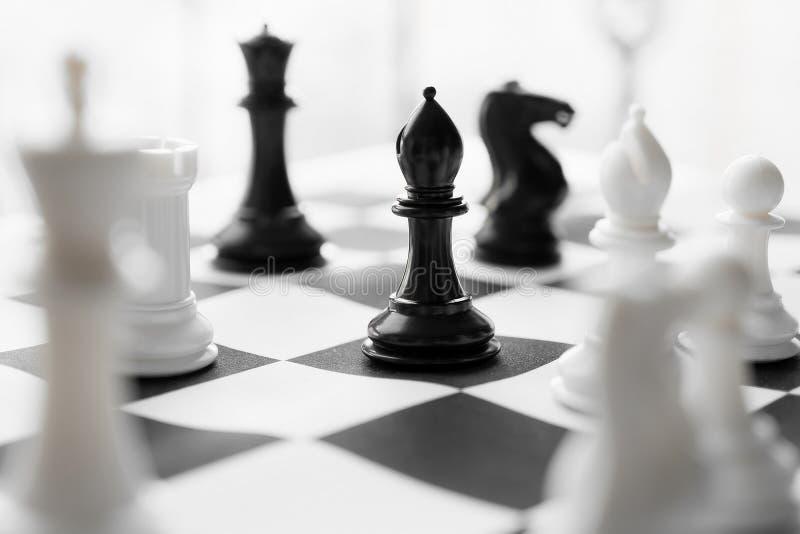 Schach mit Schwarzweiss-Brett stockbild