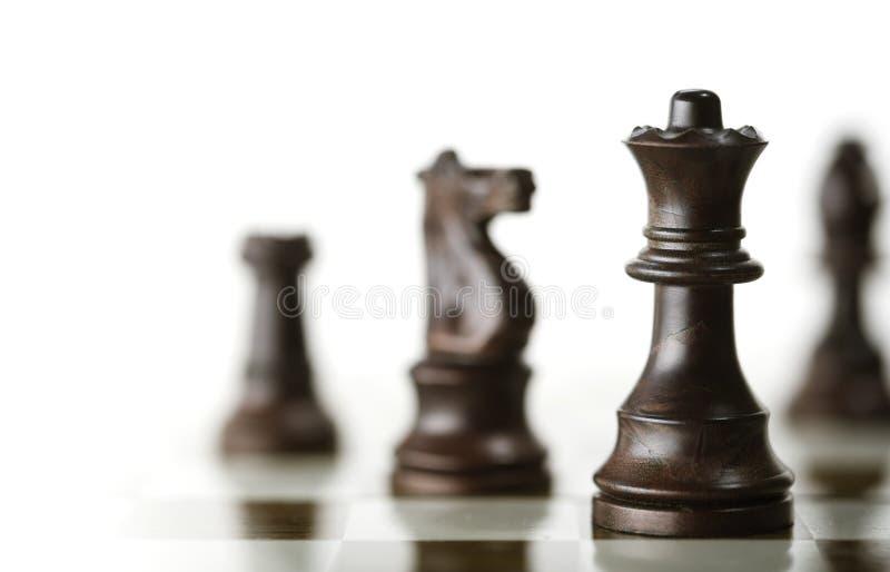 Schach-Spiel über weißem Hintergrund stockbild