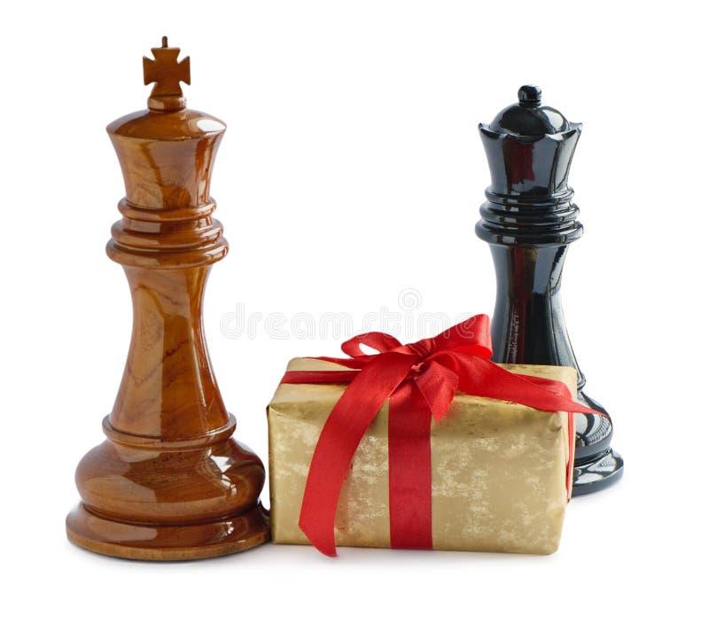 Schach und Geschenk lizenzfreie stockfotografie