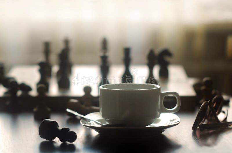 Schach und Kaffee stockbild