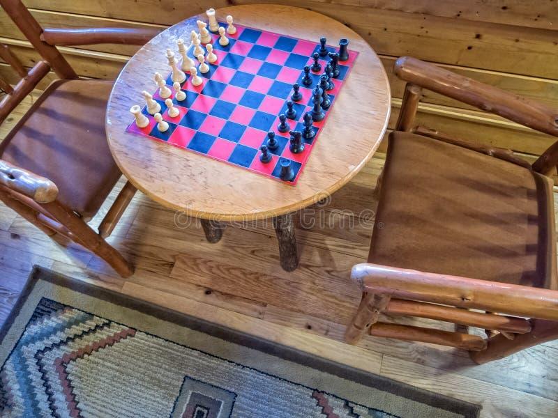 Schachbrett am Häuschen lizenzfreies stockbild