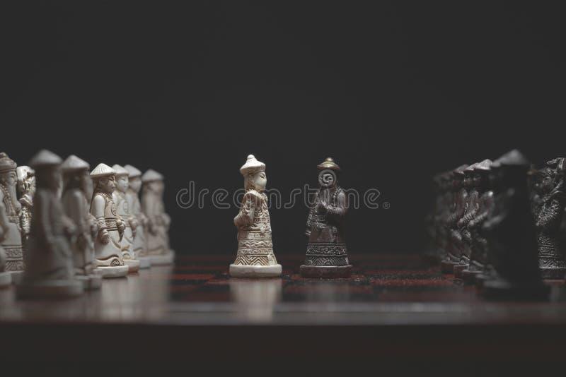 Schachfiguren vertraulich lizenzfreie stockfotos