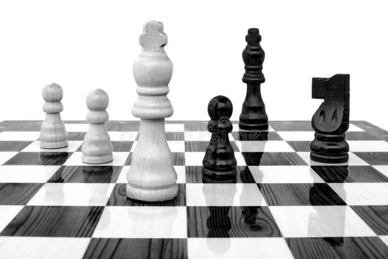 Schachkönig unter Angriff stockfoto