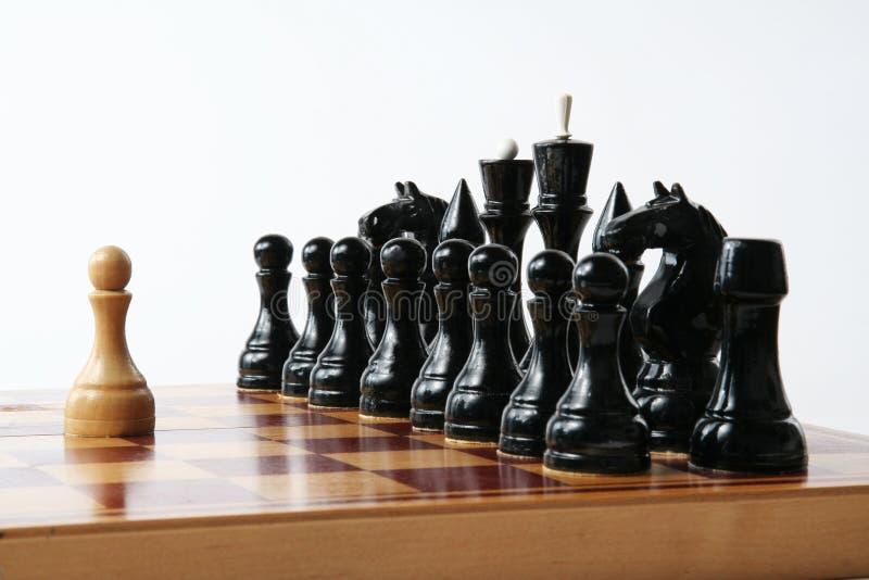 Schachkonzept - starke Einzelperson lizenzfreies stockbild
