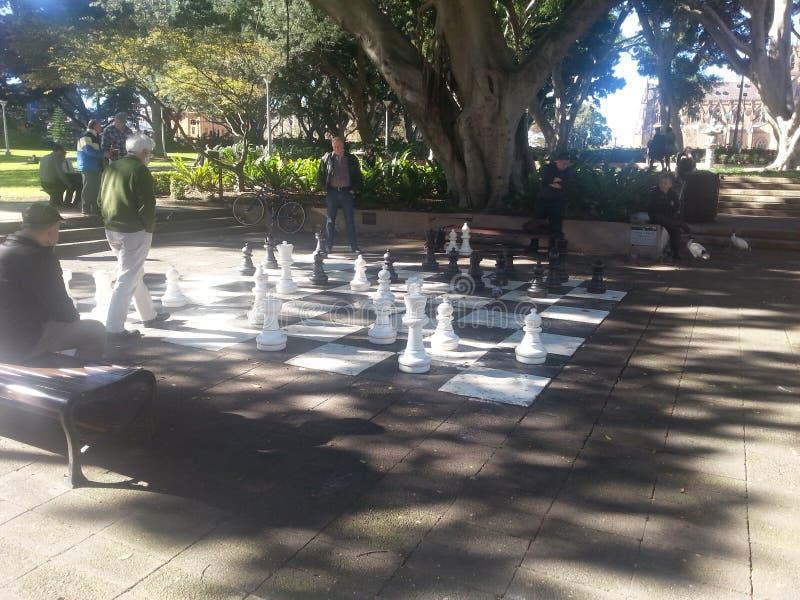 Schachspiel in Hyde Park, Sydney NSW, Australien lizenzfreies stockfoto