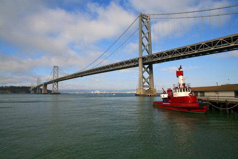 Schacht-Brücke San-Francisco-Oakland nachts lizenzfreies stockfoto