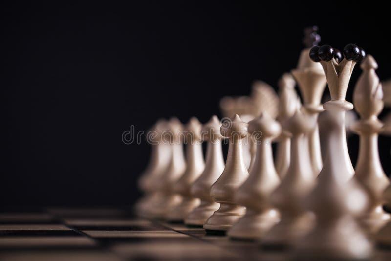 schack Vit pantsätter vs svart royaltyfri fotografi