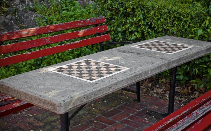 Schackbräde Parkbench royaltyfria bilder