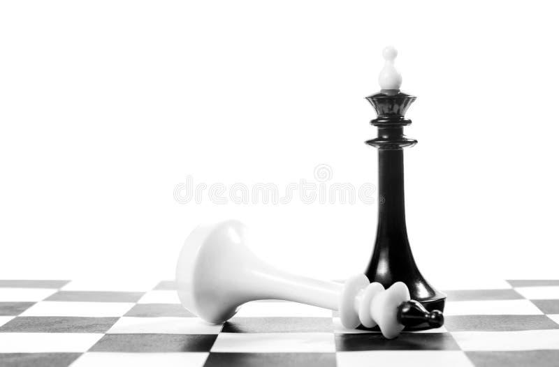 Schackkonungen segrade ett annat besegra segern royaltyfri foto