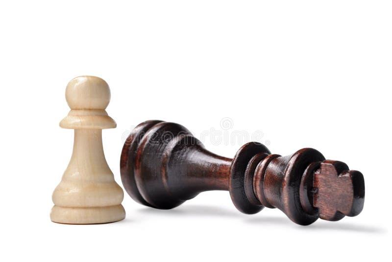 Schackstycken - göra till kung och pantsätta royaltyfria bilder