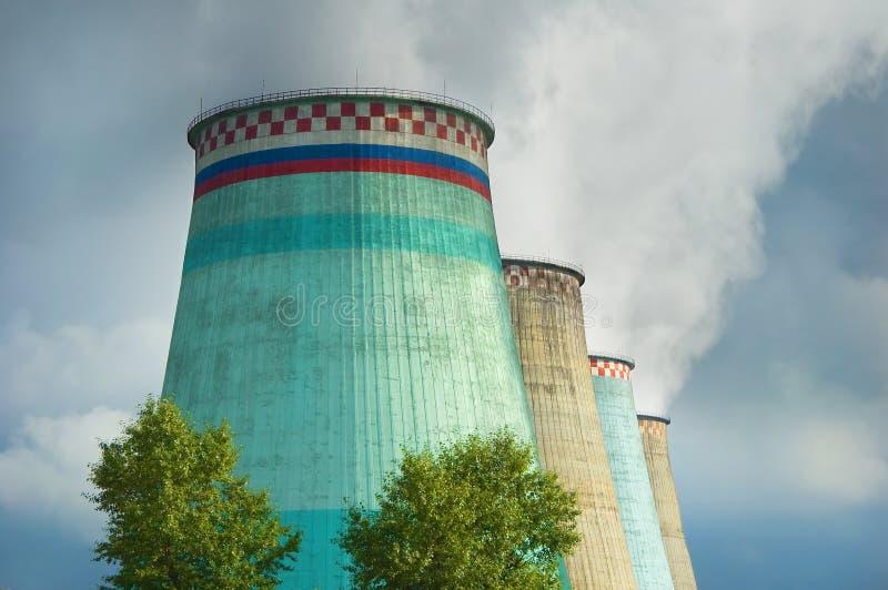 Schadelijke emissies in atmosfeer stock foto