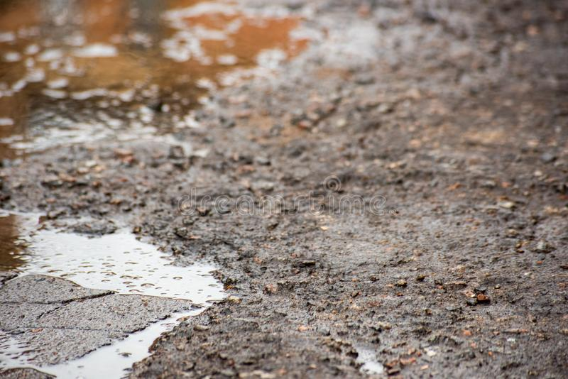 Schaden der harten Straße mit Wasser lizenzfreies stockbild