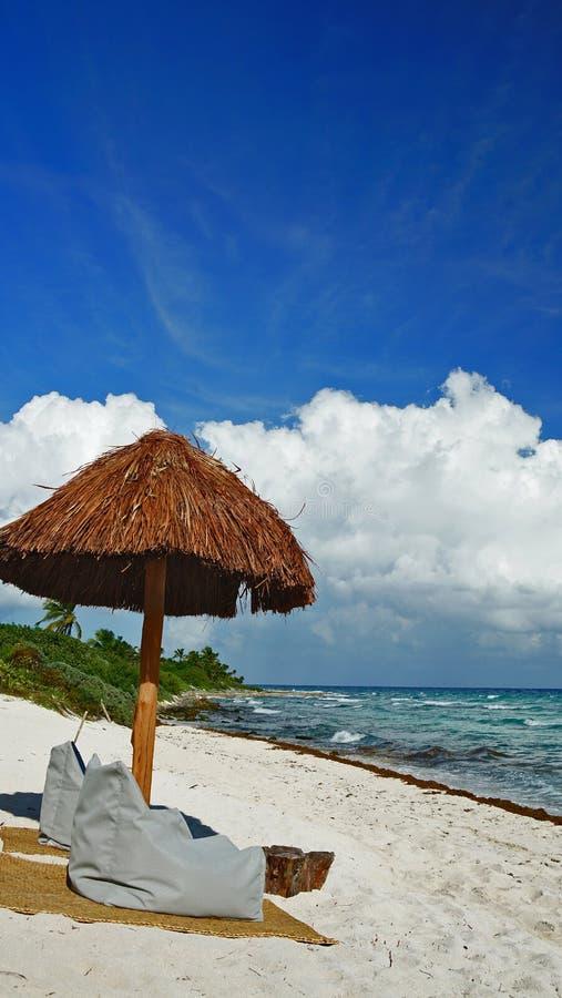 Schaduw op het Cancun-strand stock afbeeldingen