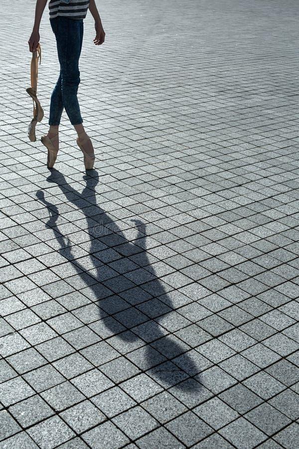 Schaduw van de mooie danser stock foto
