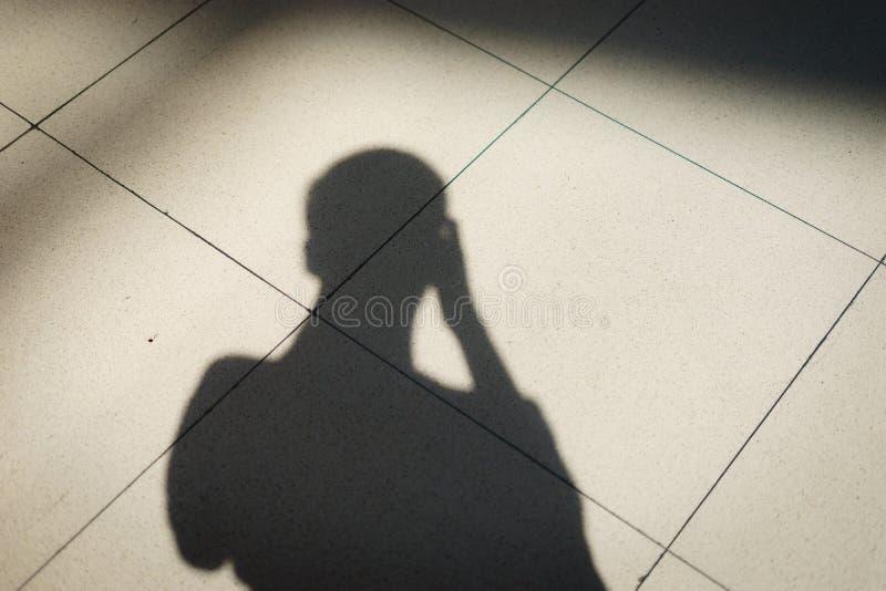 Schaduw van fotograaf op de vloer stock fotografie