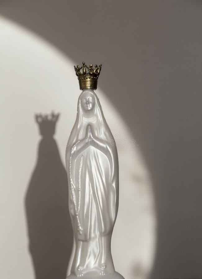 Schaduw van het cijfer van Maagdelijke Mary stock afbeeldingen