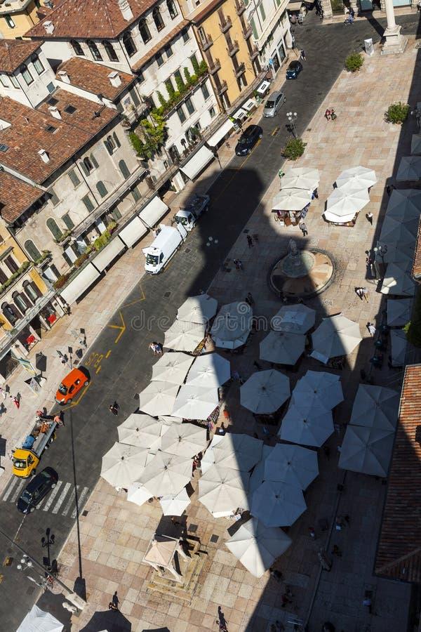 Schaduw van Torre-dei Lamberti bij stock fotografie