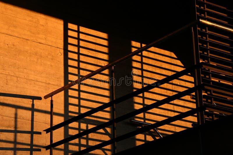 Schaduwen in de zonsondergang royalty-vrije stock afbeelding