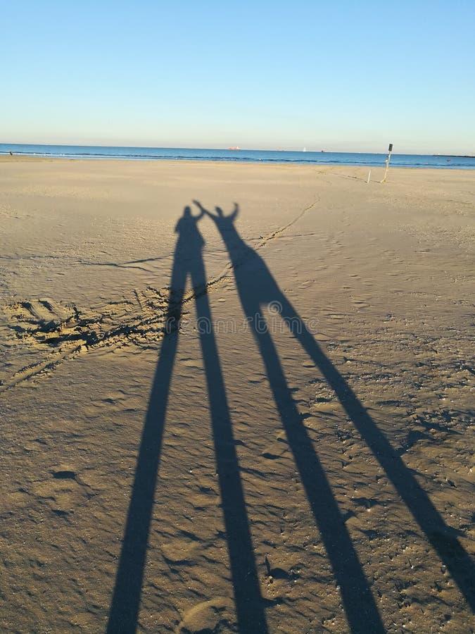 Schaduwen op het strand royalty-vrije stock foto's