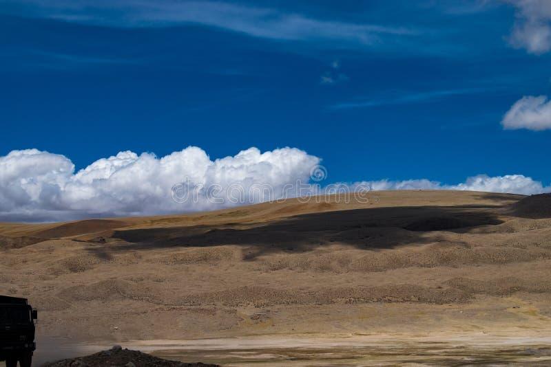 Schaduwen van de Wolken ter plaatse stock fotografie