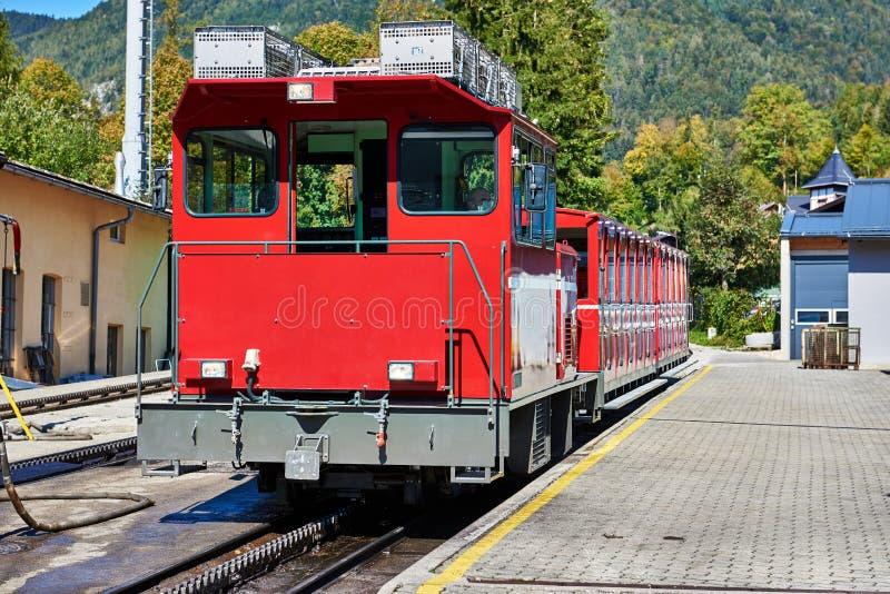 Schafberg齿轨铁路火车 奥地利阿尔卑斯 萨尔茨卡默古特地区 免版税库存图片