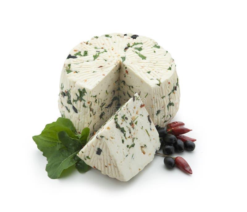 Schafe chees mit rotem Pfeffer, Rucola und schwarzem oliv lizenzfreie stockfotos