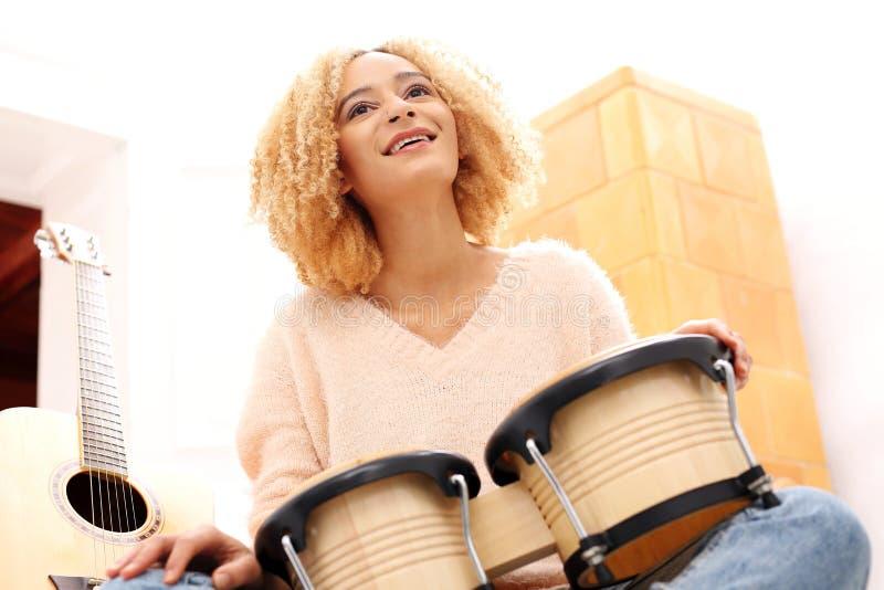 Schaffen Sie Ihre eigene Musik lizenzfreies stockfoto