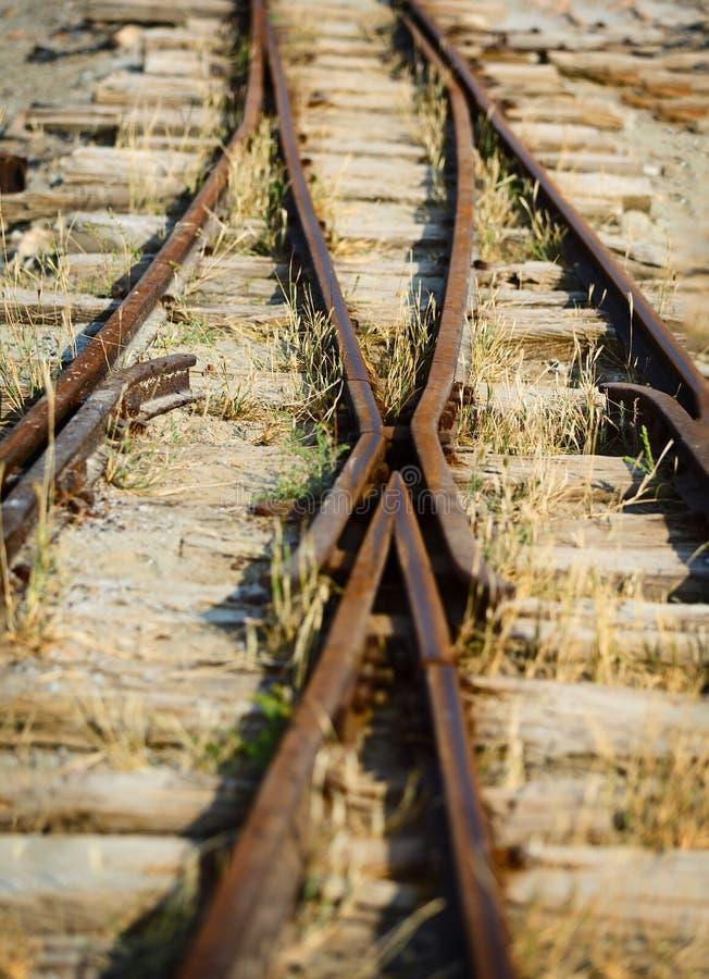 Schakel de oude smal-maatspoorweg in stock foto's