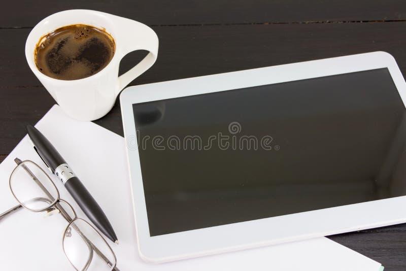 Schale coffe für einen guten Arbeitstag stockfotografie