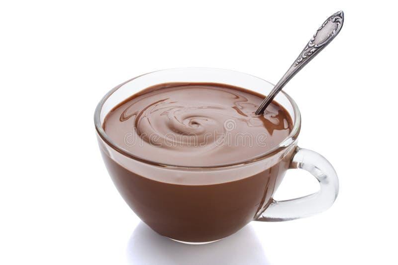 Schale heiße Schokolade auf einem weißen Hintergrund stockfoto