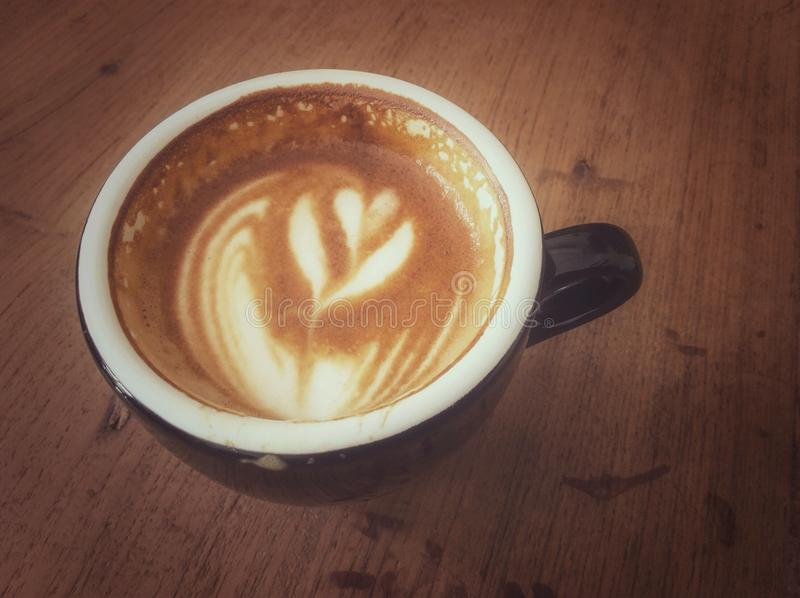 Schale Latte oder Cappuccino lizenzfreie stockfotos