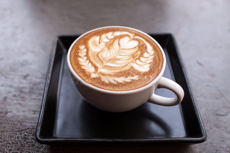 Schale Lattekaffee stockfotos
