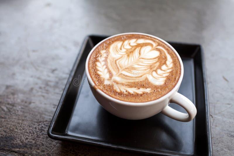 Schale Lattekaffee lizenzfreies stockbild