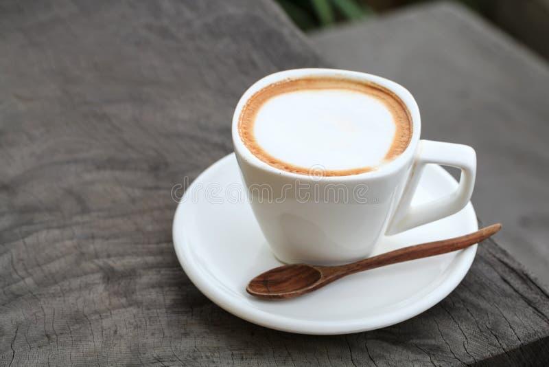 Schale Lattekaffee lizenzfreie stockbilder
