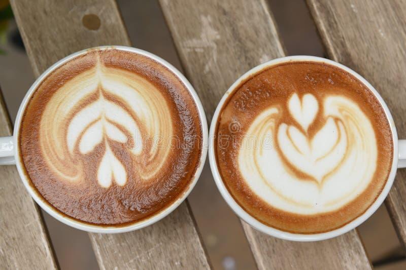 Schale Lattekunstkaffee lizenzfreie stockfotografie