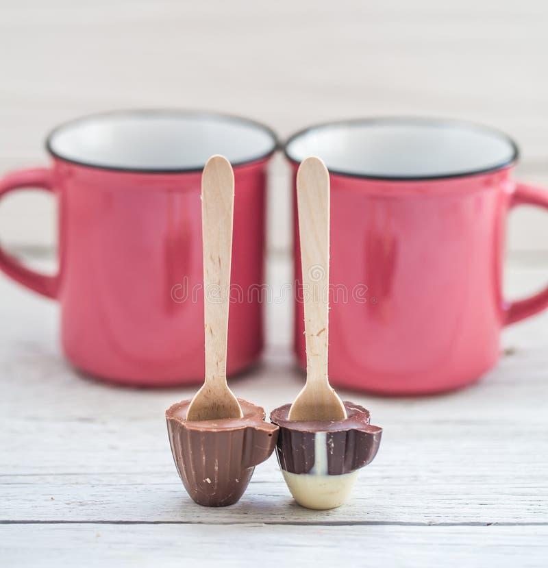 Schale Schokolade auf einem Stock lizenzfreie stockfotos